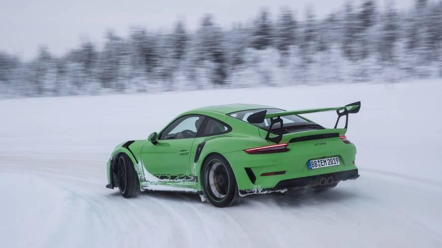 VIDÉO - La Porsche 911 GT3 RS danse sur la glace