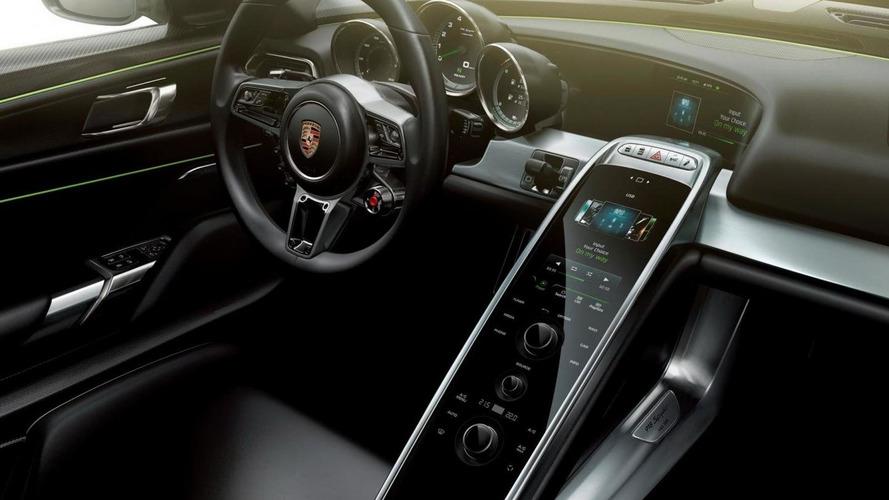 Porsche highlights the powertrain in the 918 Spyder [video]