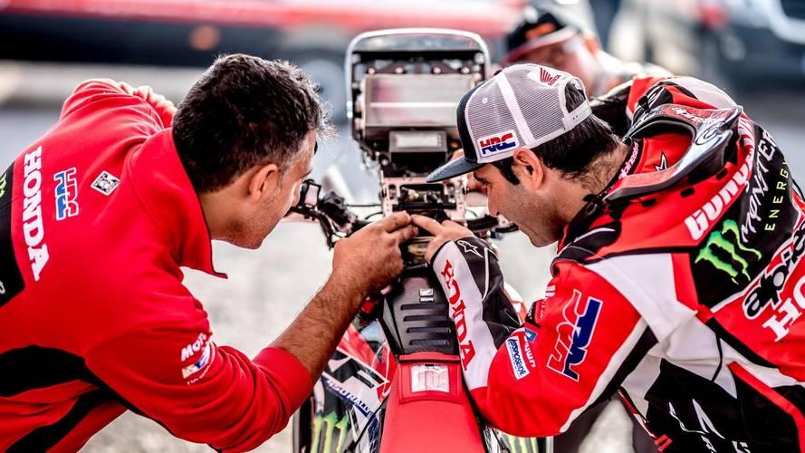 Tucano Urbano viste al equipo oficial Honda en el Dakar