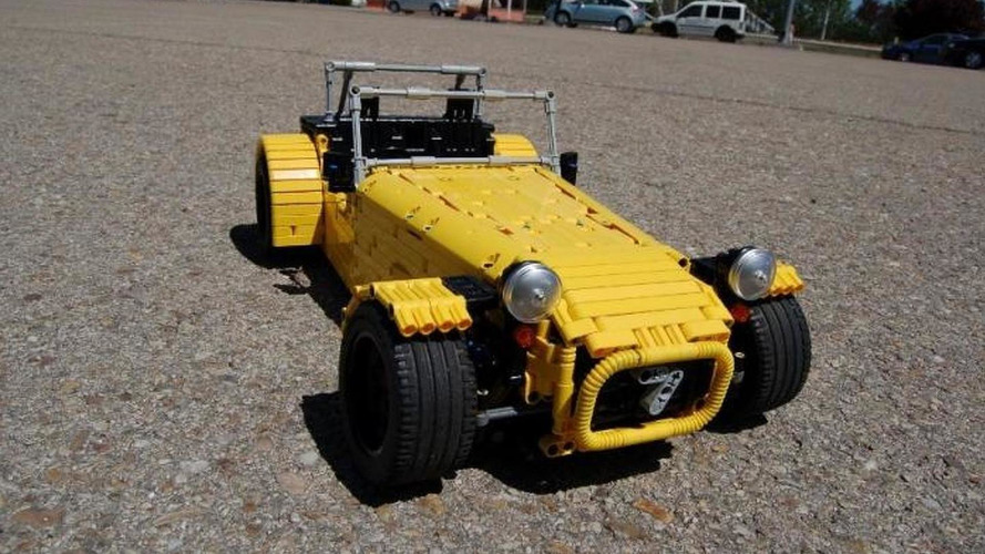 Functional Caterham Seven made of Lego has 2,500 parts [video]