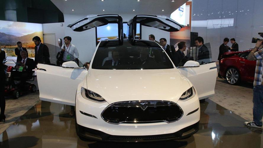 Slightly revised Tesla Model X electrifies Detroit crowd