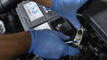 Come ricaricare la batteria dell'automobile