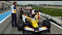 Renault lança promoção que sorteará clientes para pilotar um carro de Fórmula 1 na França