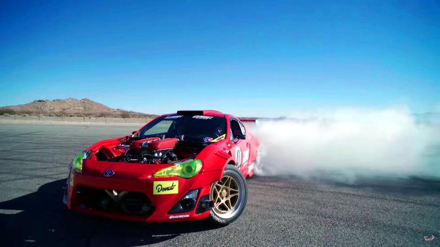 Toyota GT86 com motor V8 de Ferrari aparece andando em vídeo