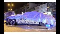 Inusitado: novo BMW Serie 7 em testes bate em van da polícia