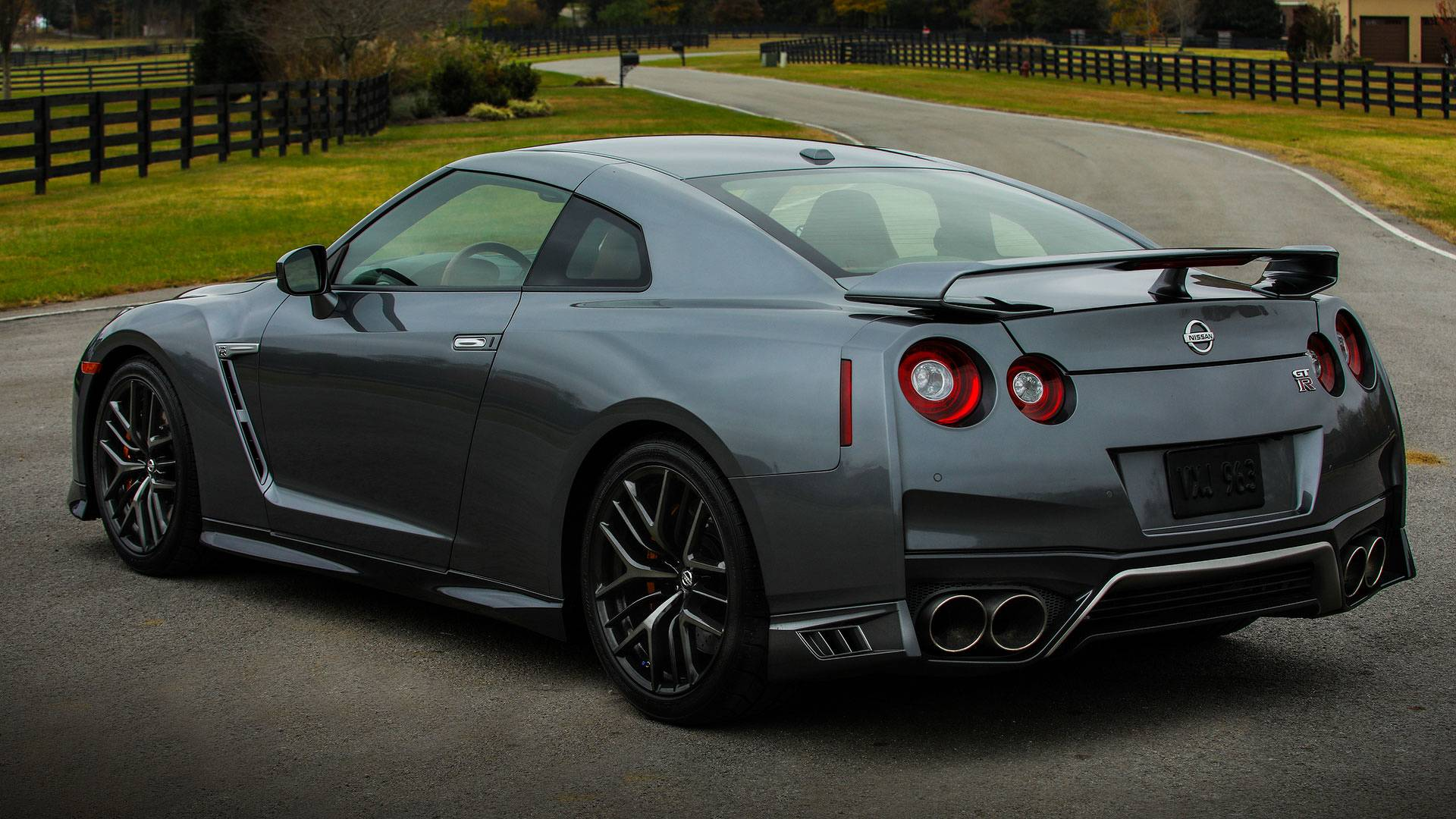 1,850-HP Nissan GT-R With Huge Wing Gets Pulled Over By Police