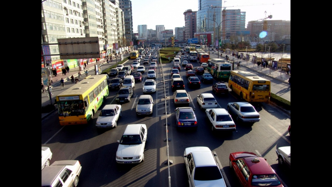 China restringirá venda de veículos para controlar trânsito e poluição
