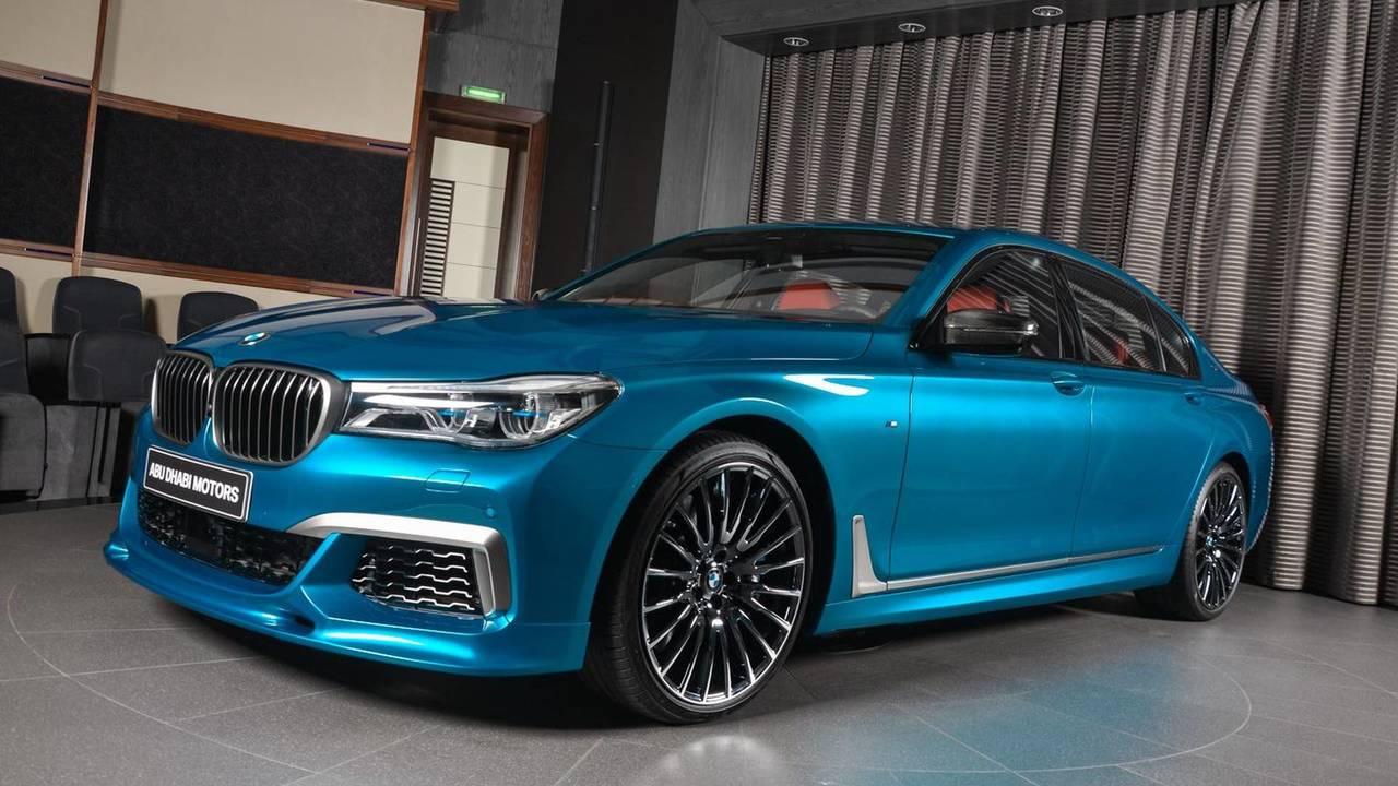BMW M760Li xDrive en azul Long Beach