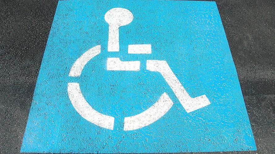 Parcheggio disabili: il Comune deve combattere chi sosta a sbafo