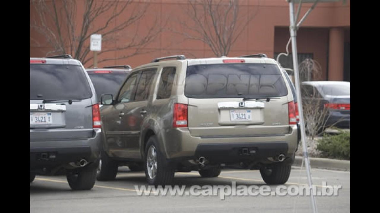 Versão de produção do Novo Honda Pilot 2009 é flagrado sem disfarces