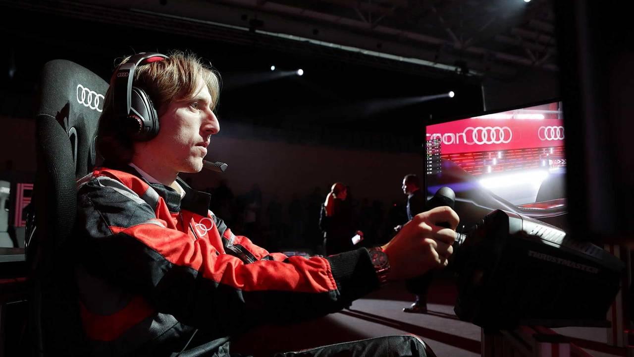 Luka Modric sur simulateur de Formule E