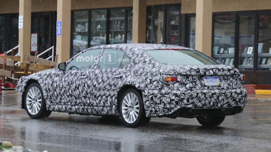 2018 / 2019 Lexus ES casus fotoğrafları
