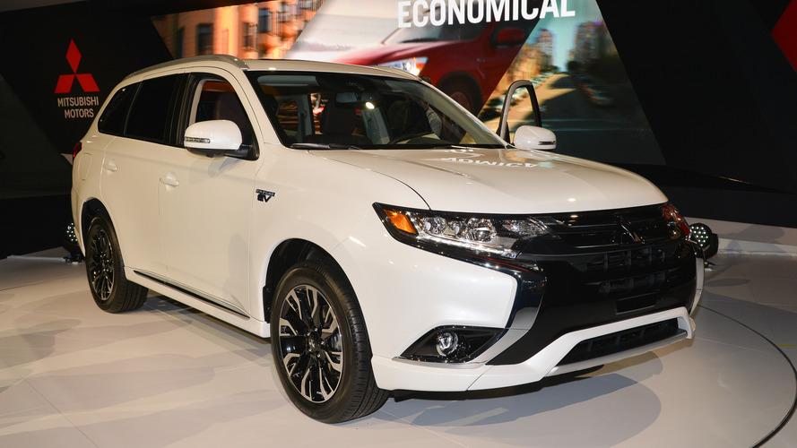 2017 Mitsubishi Outlander PHEV plugs into New York