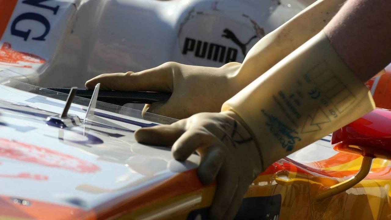 Renault F1 Team, R29, KERS gloves, Formula 1 Testing,  Jerez, Spain 17.03.2009