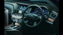 Infiniti M disfarçado: Mitsubishi lança sedã de luxo Proudia no Japão