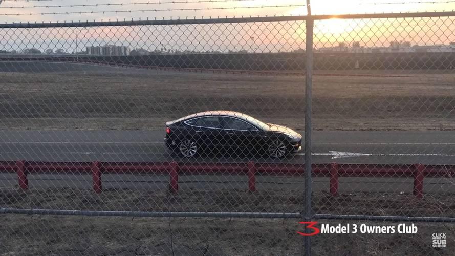 VIDÉO - Est-ce la Tesla Model 3 Performance ?