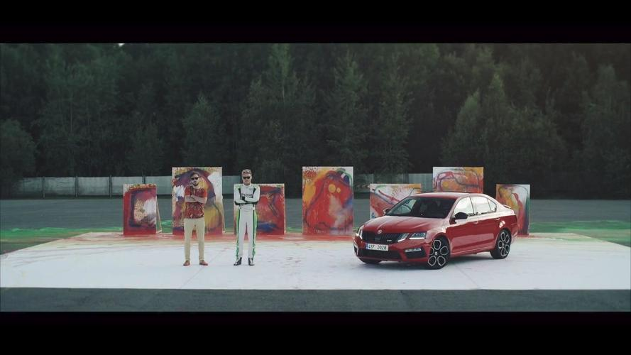 Skoda Octavia RS 245 RS kendini soyut sanatla anlatıyor