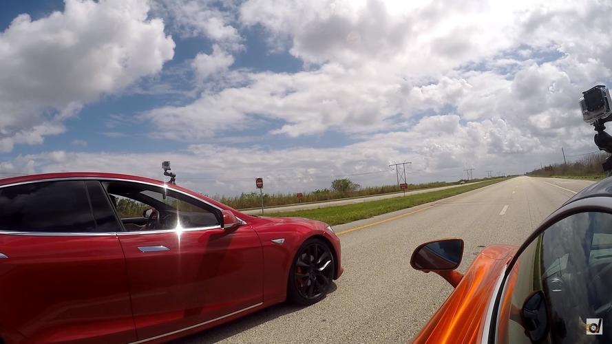 Végre akadt egy autó, ami legyorsulta a Tesla Model S P100D-t