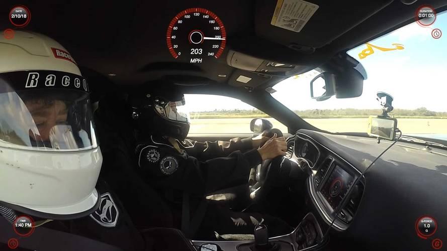 Dodge Challenger'ın 300 km/s hızın üzerine çıkışını izleyin
