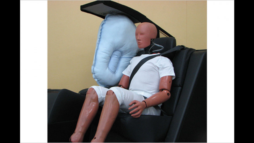 Toyota entwickelt zentralen Rücksitzairbag
