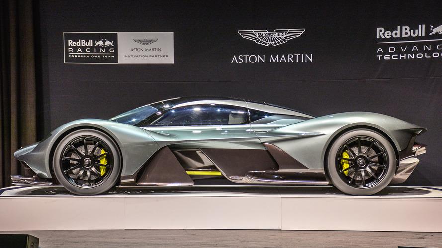 Aston Martin AM-RB 001 é apresentado no Salão de Toronto