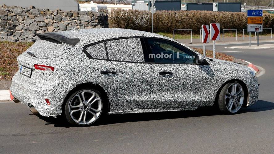 Hot Ford Focus Prototype Spied With Bigger Rear Spoiler [UPDATE]