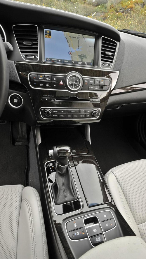 2015 Kia Cadenza revealed with minor updates