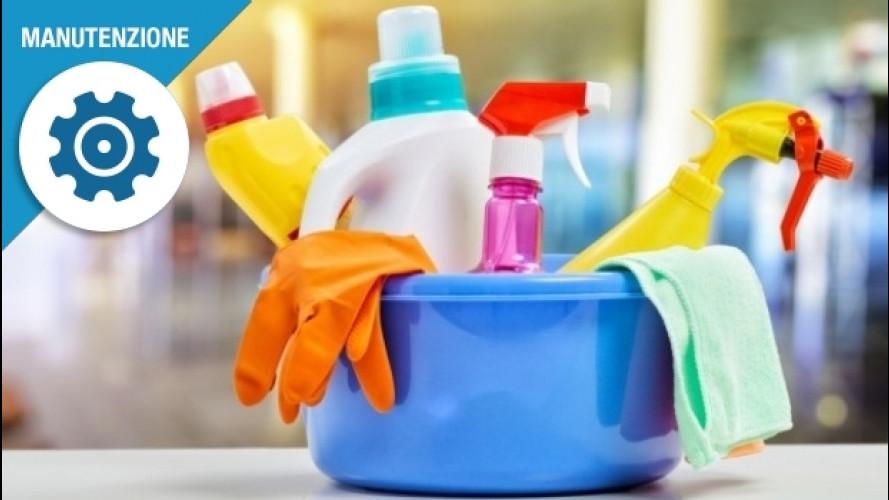 Plastiche dell'auto, come pulirle senza fare danni