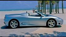 Ferrari 360 Spyder pega fogo por falha mecânica