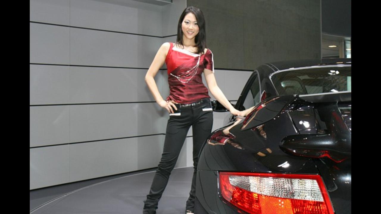 Hier strahlt alles, sogar die Reflektoren des Porsche