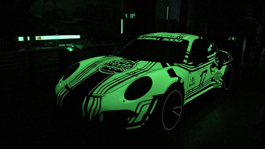 Porsche 911 With Glowing Wrap Will Impress Gumballers, At Night
