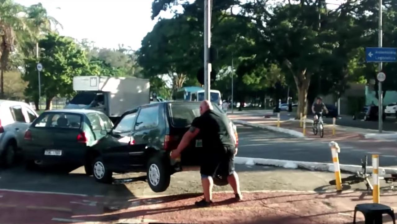 Ders alındı: Aracınızı bisiklet yoluna park etmeyin