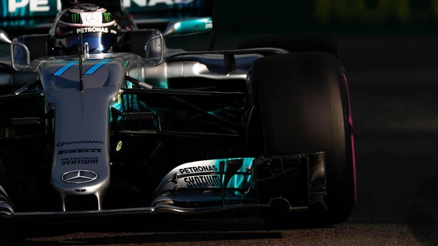Bottas sorprende a Hamilton con la última pole del año