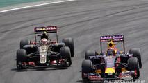 Daniil Kvyat, Red Bull Racing RB11 and Pastor Maldonado, Lotus F1 E23 battle for position