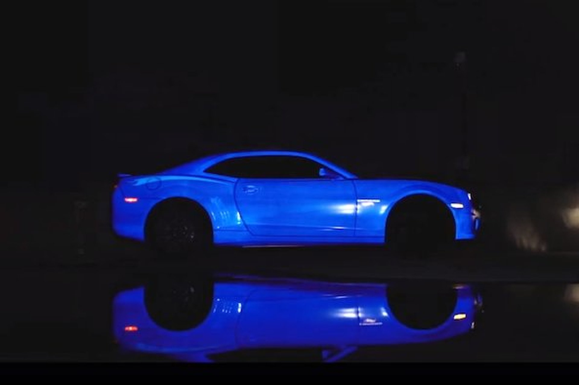 Video: Hot Wheels Shines With Glow-In-The-Dark Camaro