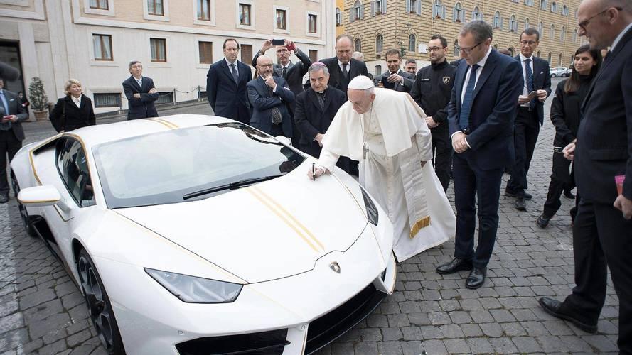Papa Lamborghini Huracan'ı kutsadı!