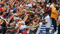 Lewis Hamilton (GBR) signs autographs for the fans, 04.09.2014, Italian Grand Prix, Monza / XPB