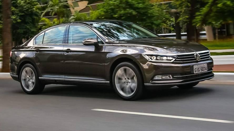 Sedãs grandes em março – Ford Fusion e VW Passat em trajetórias opostas