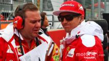 Kimi Raikkonen, Ferrari with Dave Greenwood, Ferrari Race Engineer on the grid