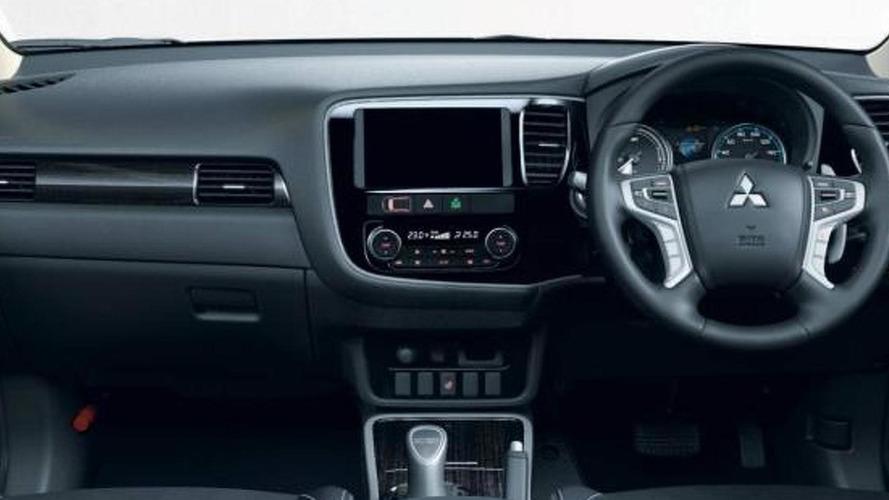 2016 Mitsubishi Outlander PHEV facelift breaks cover with more efficient hybrid setup