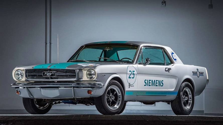 Önvezető technológiával ellátott 1965-ös Ford Mustangot mutatott be a Siemens