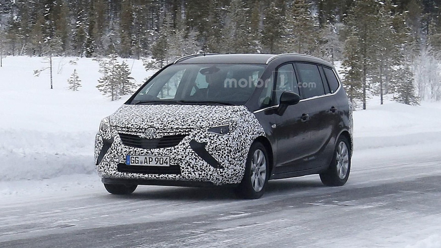 Opel Zafira facelift spied for the first time