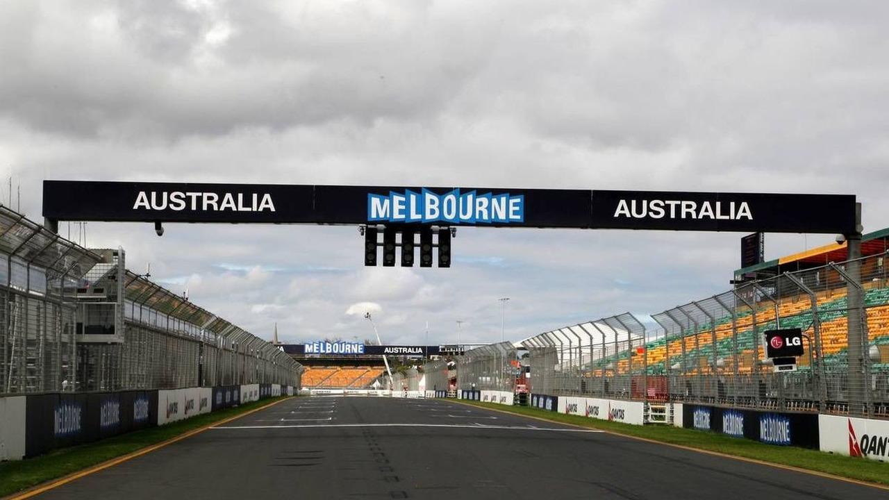 Melbourne, Australia, Race preperations, The start/finish straight