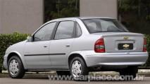 Chevrolet Classic 2009 chega com nova grade dianteira e mudanças no interior
