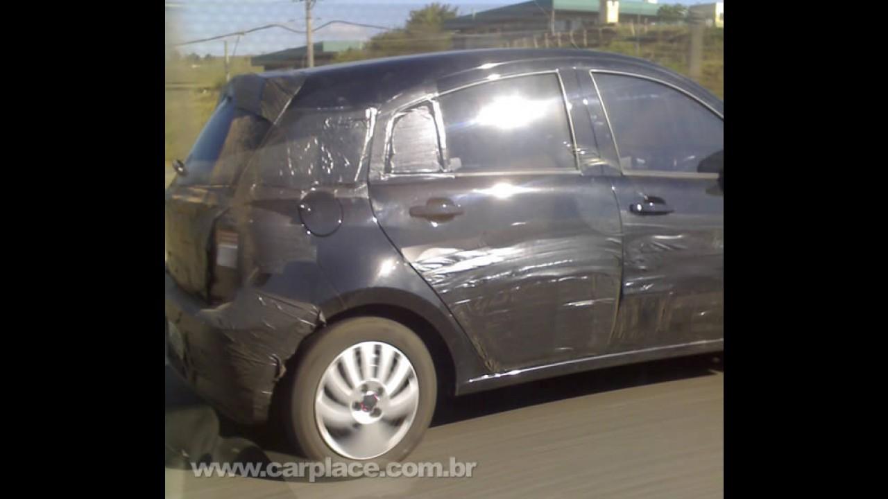Leitor flagra Novo Chevrolet Agile camuflado rodando em Taubaté-SP