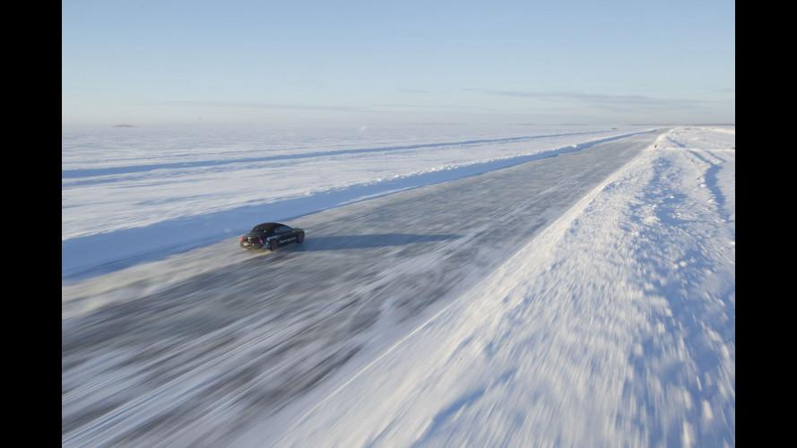 Una Bentley Continental  a 330 km/h sul ghiaccio