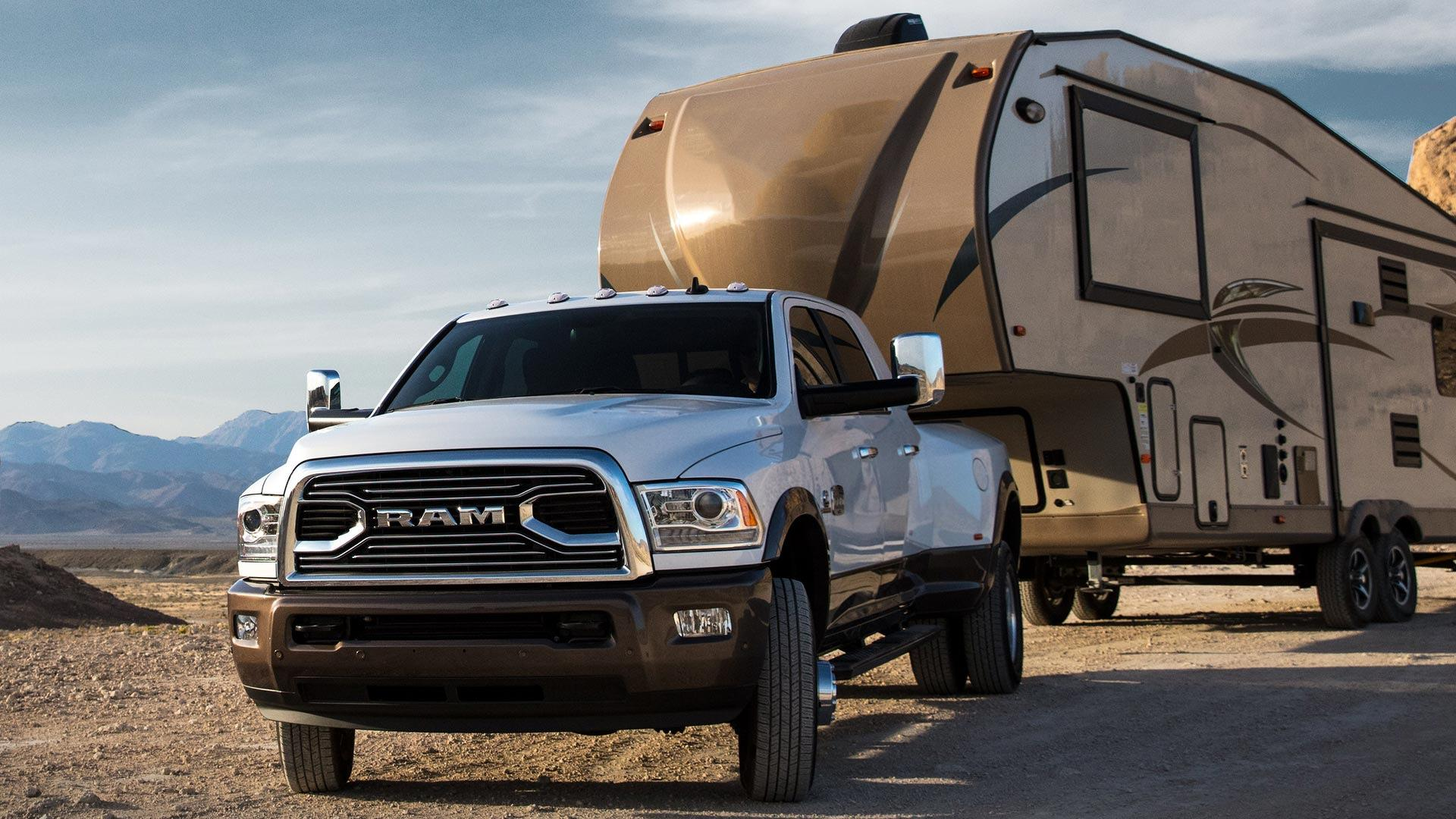Updated 2018 Ram 3500 Makes 930 LB FT Can Tow 30 000 Pounds