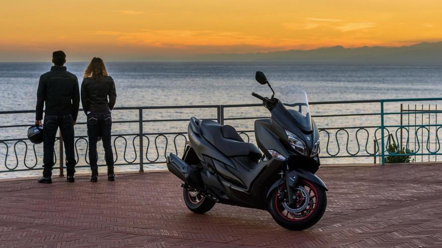 Suzuki presenta el nuevo scooter Burgman 400 2017