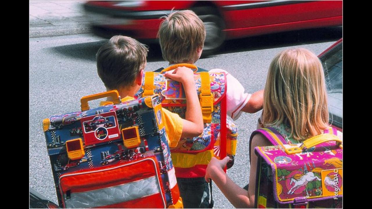 ,Meine Frau bringt mit dem Auto bloß die Kinder zur Schule