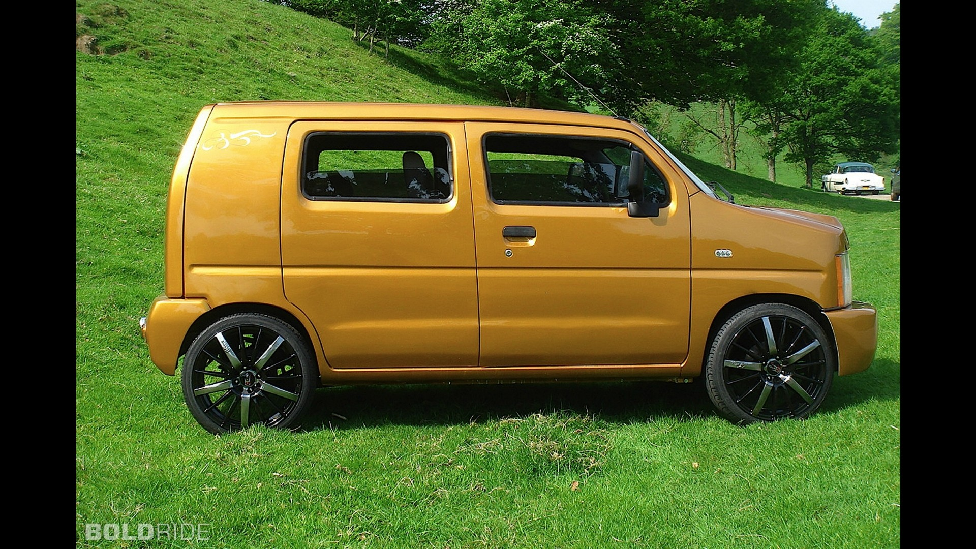 suzuki wagon r by andy saunders. Black Bedroom Furniture Sets. Home Design Ideas